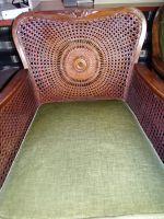 2-Sessel-mit-geflochtenem-Rueckenteil-ohne-Kissen