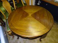 Tisch-mit-zwei-Sesseln--Tischplatte-leicht-abnehmbar